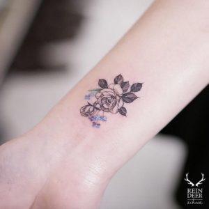 rose wrist tattoos for ladies