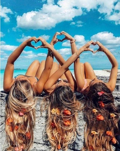 best girls friends photos on beach