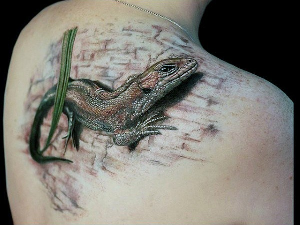 men back realistic  lizard tattoo design