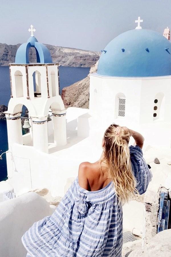 beautiful women solo travel photography