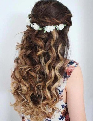 hairstyles for long curly hair female