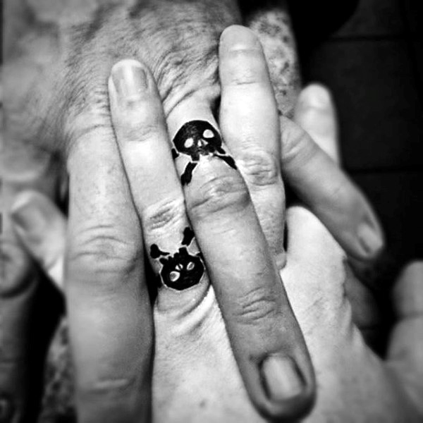 pictures of finger tattoos