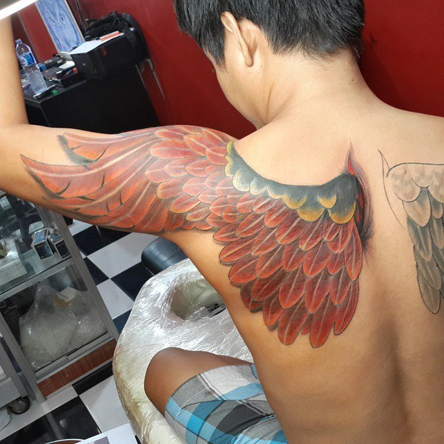 shoulder back wing tattoos for guys ideas