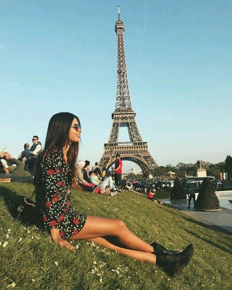 21 MODERN GIRLS TRAVEL PHOTOGRAPHY INSPIRATION WITH EIFFEL TOWERS