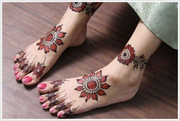 henna tattoo for legs
