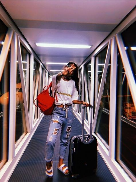 photography girl in airport
