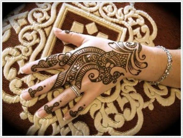 trendy Mehndi design on  wrist