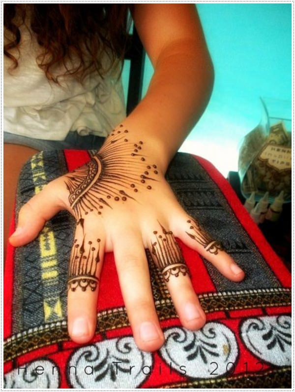 people chose to try a henna tattoo