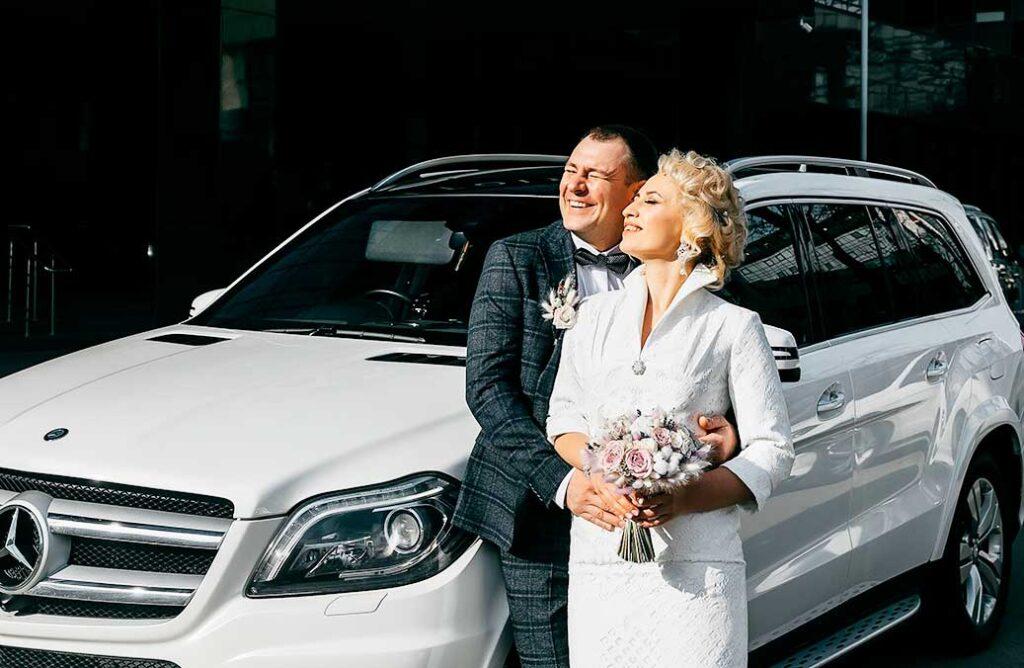 outdoor wedding photos for couple