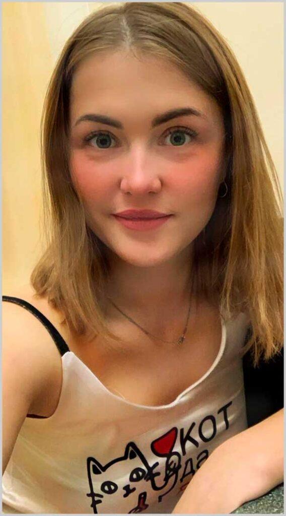 ladies  photos with blue eyes and medium fair hair