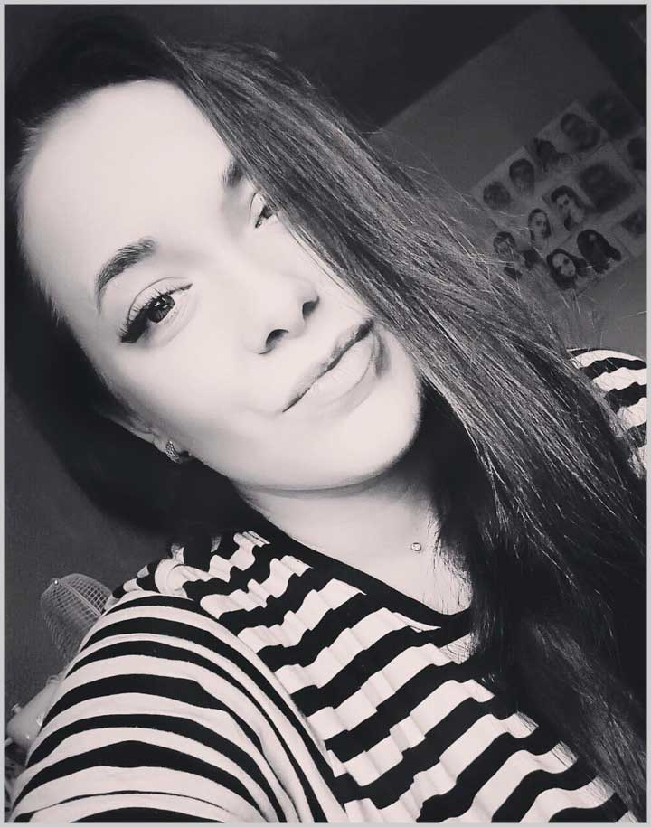 beautiful female face pictures black and white with long hair